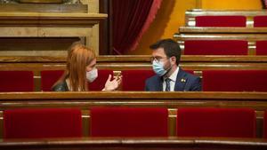 Jéssica Albiach y Pere Aragonès, en el Parlament.