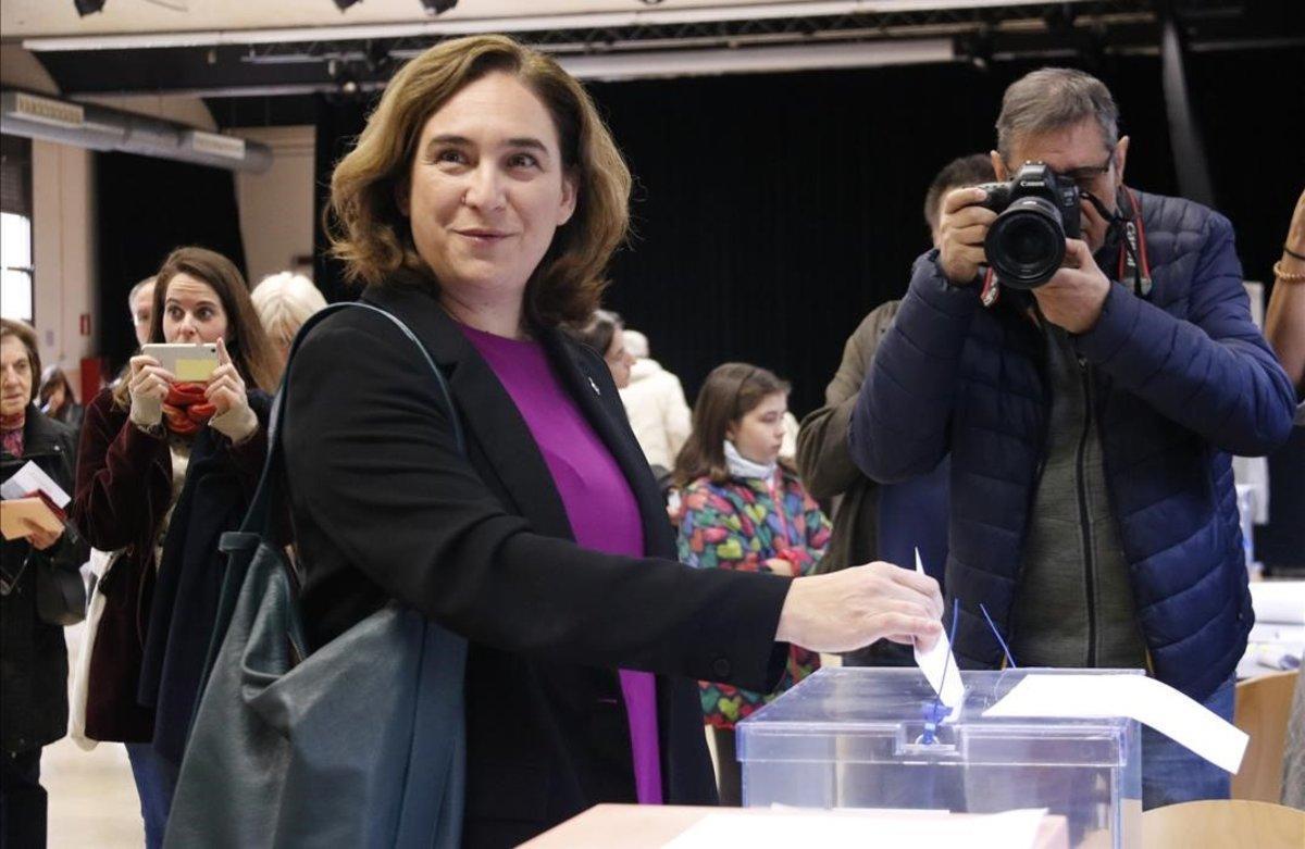 Ada Colau vota en Barcelona.