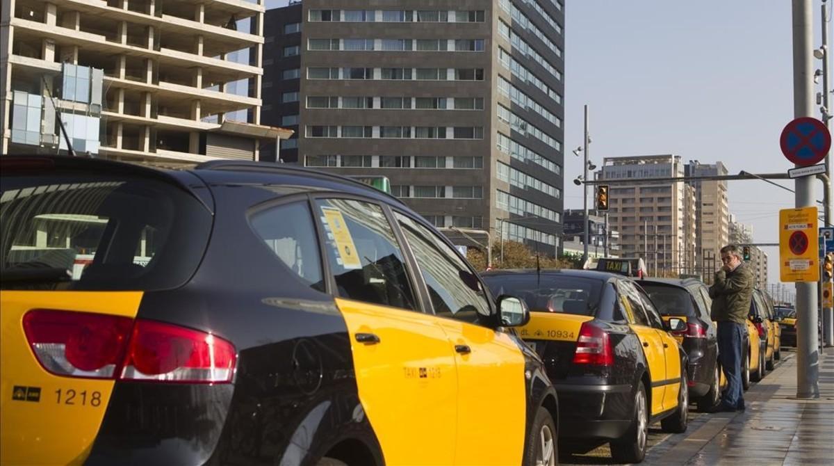 Parada de taxis en el Fòrum.