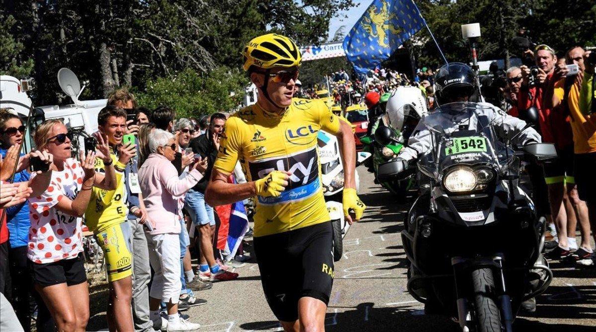 Chris Froome, durante su insólita carrera en Mont Ventoux.
