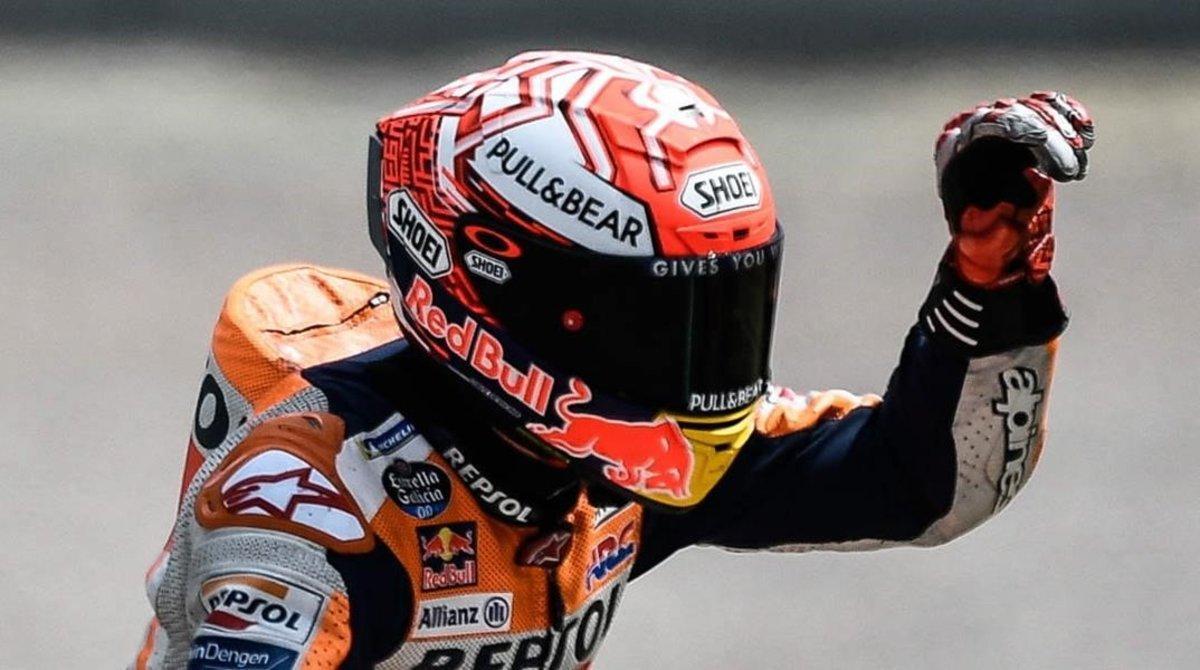 Marc Márquez (Honda) celebra la conquista de su décima 'pole' consecutiva en el circuito alemán de Sachsenring.