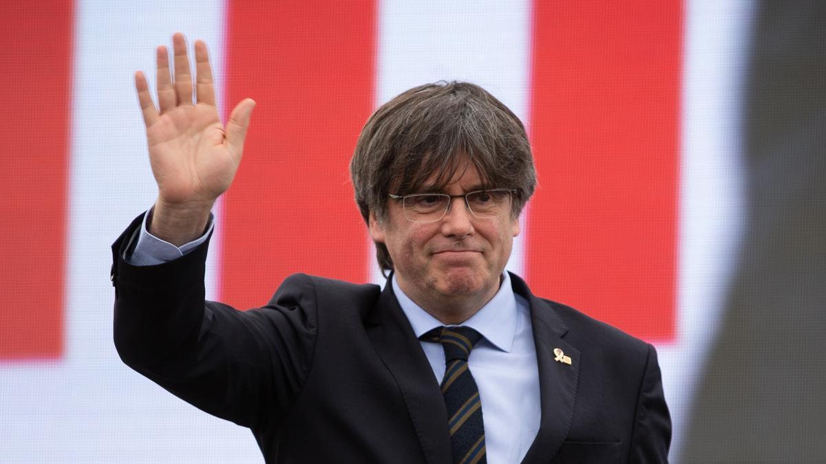 El Parlament Europeu deixa Puigdemont a un pas de perdre la immunitat