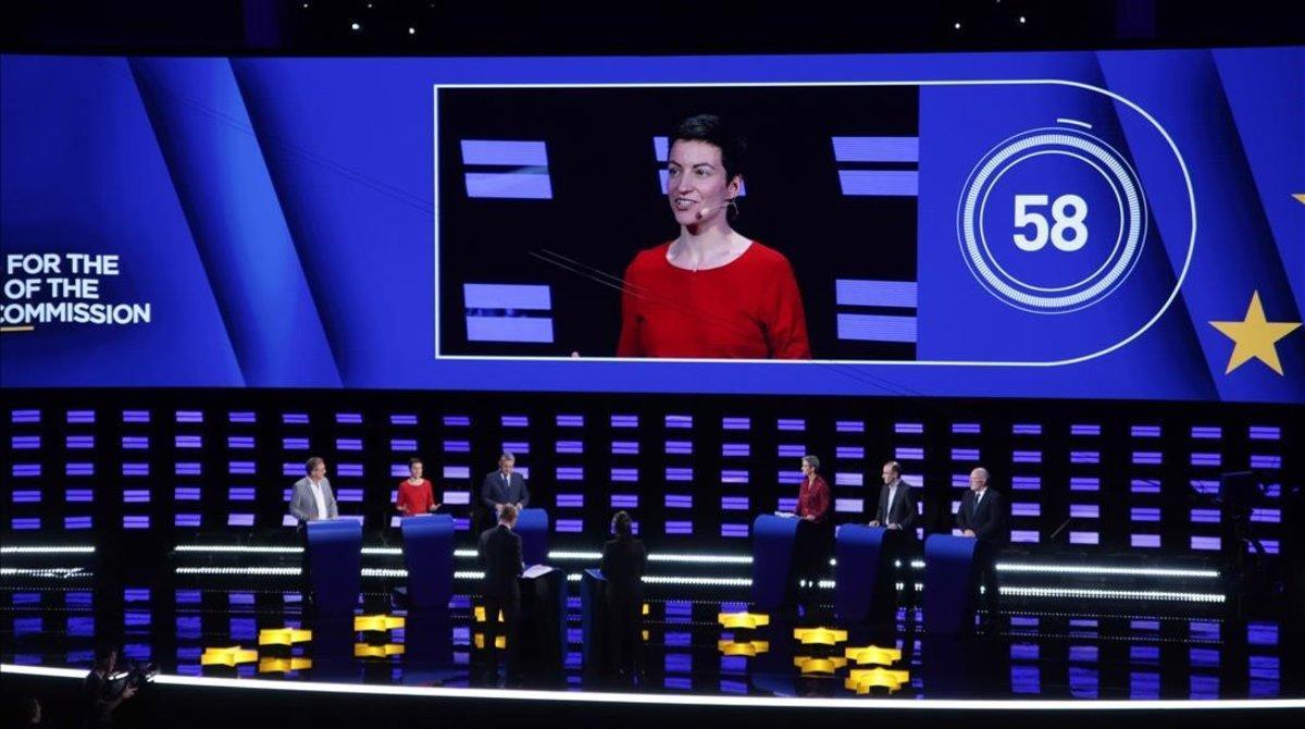 La candidata alemana del Partido Verde Europeopara las próximas elecciones presidenciales de la Comisión Europea, Ska Keller, aparece en pantalla durante el debate presidencial de Eurovisión en el Parlamento Europeo, en Bruselas.