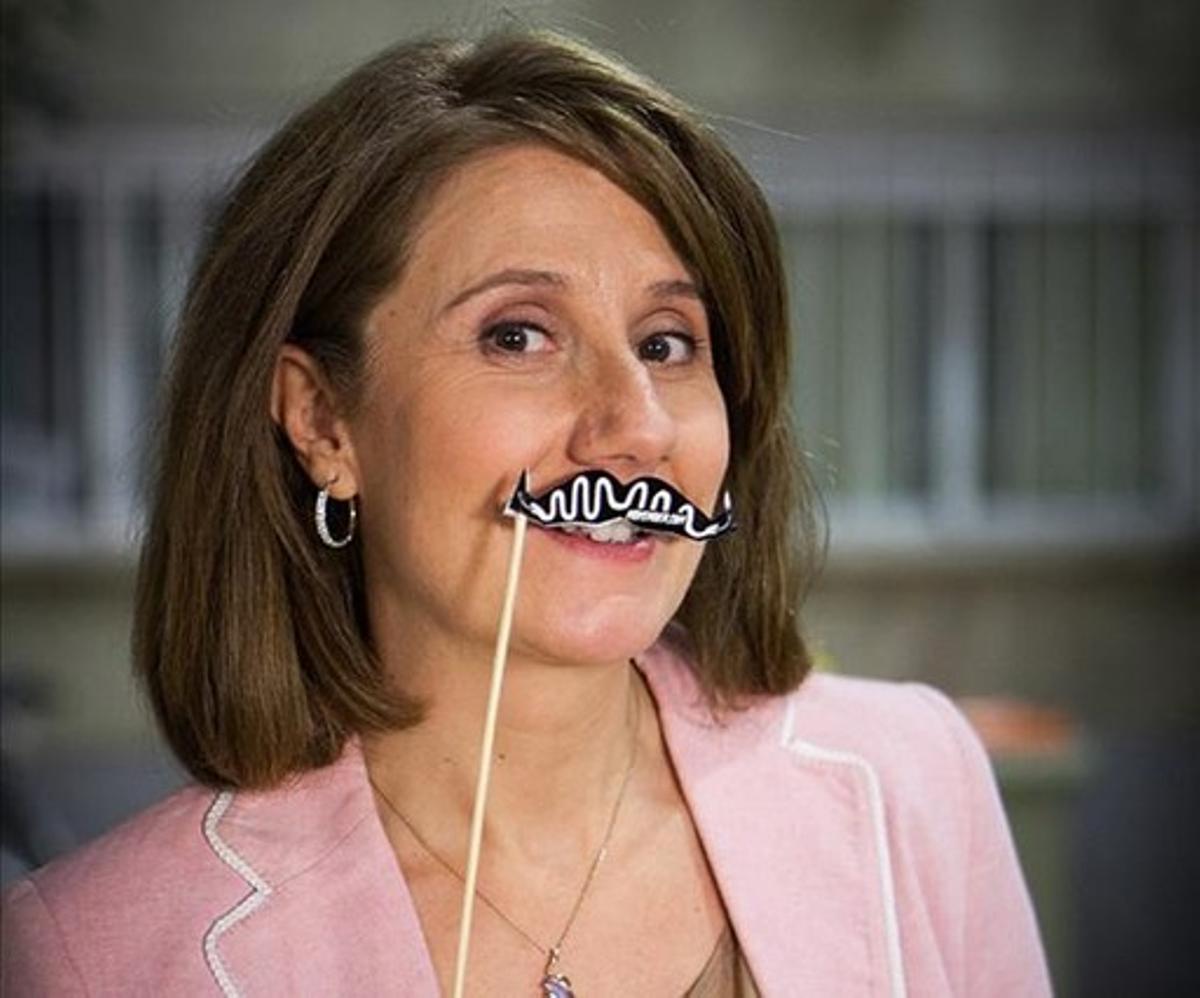 Los famosos se dejan un bigote  solidario