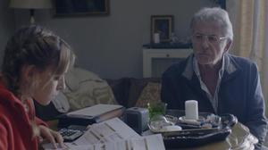 Jaime Blanch y Lucía Carballo, en una escena de '#Encrucijada'.