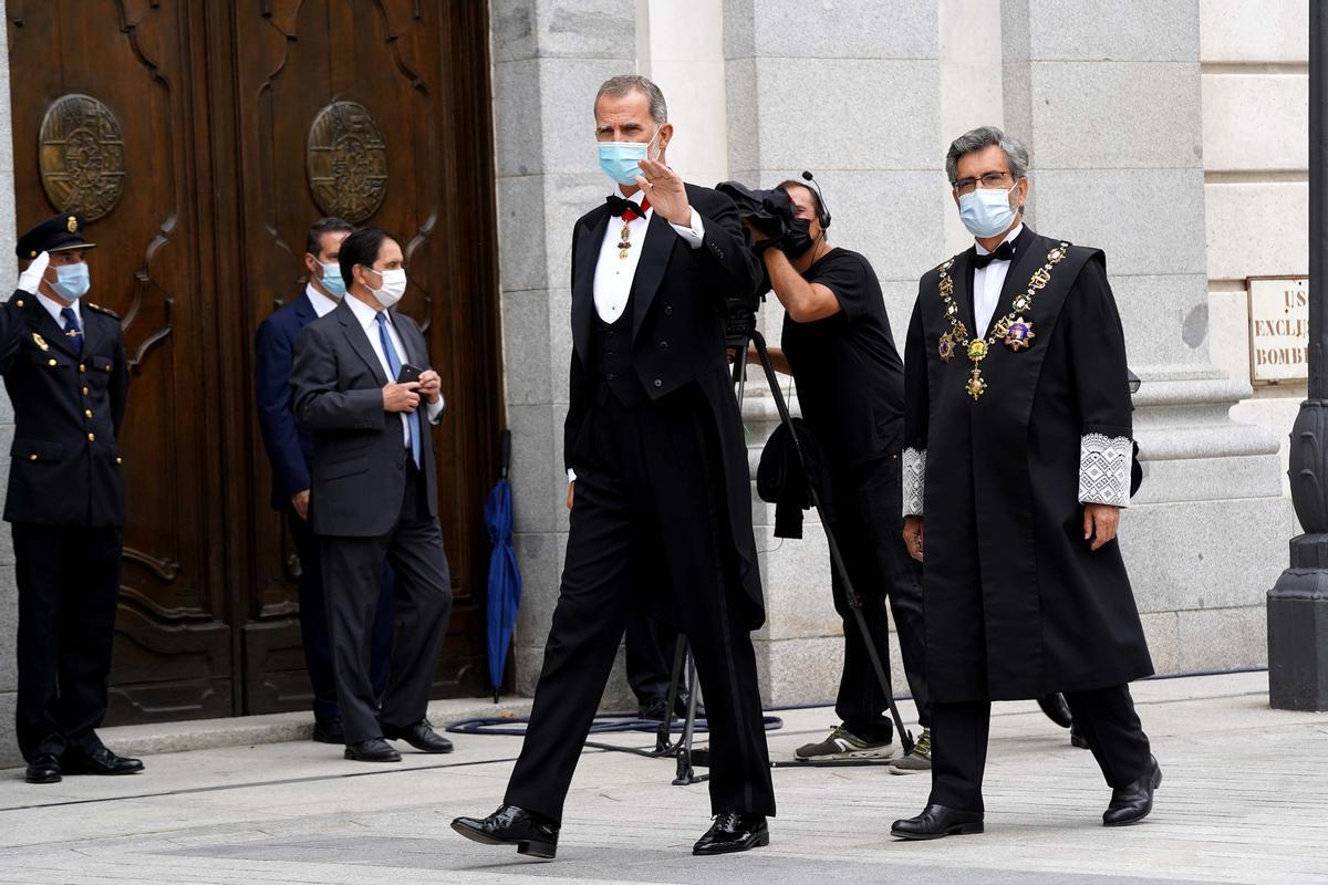 El Rey Felipe VI antes del acto de apertura del Año Judicial en el Tribunal Supremo, junto a el Carlos Lesmes.
