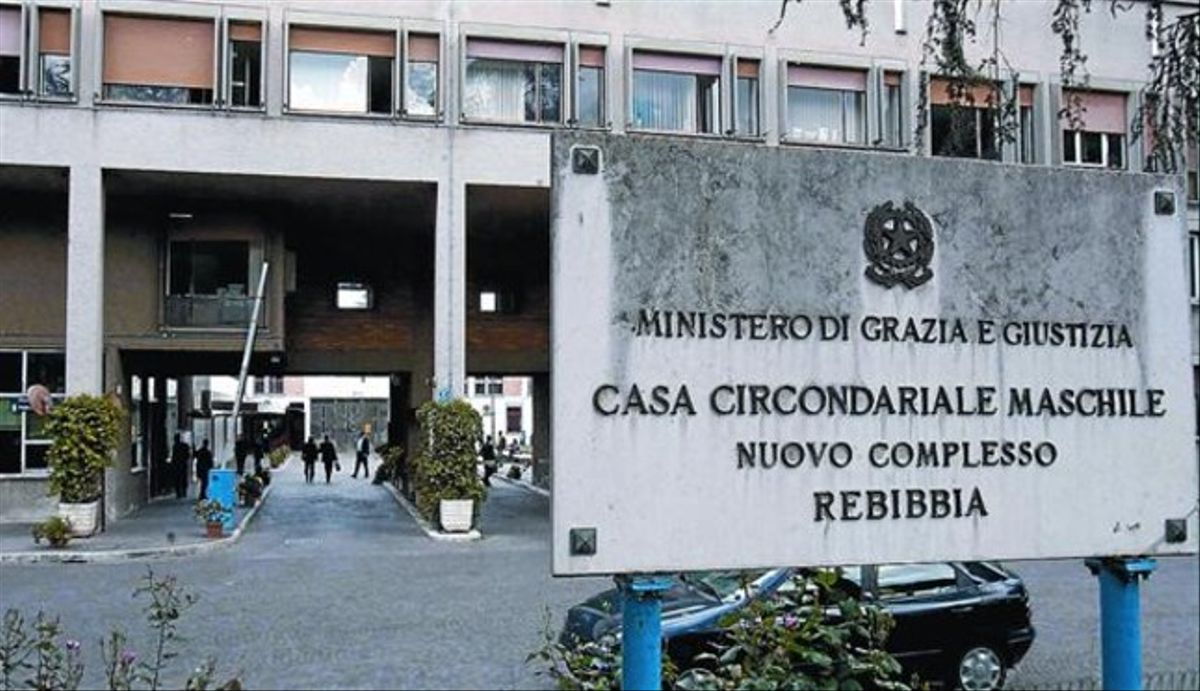Entrada principal de la prisión de Rebibbia, en Roma, desde donde escribe el preso que exculpa a Óscar Sánchez.