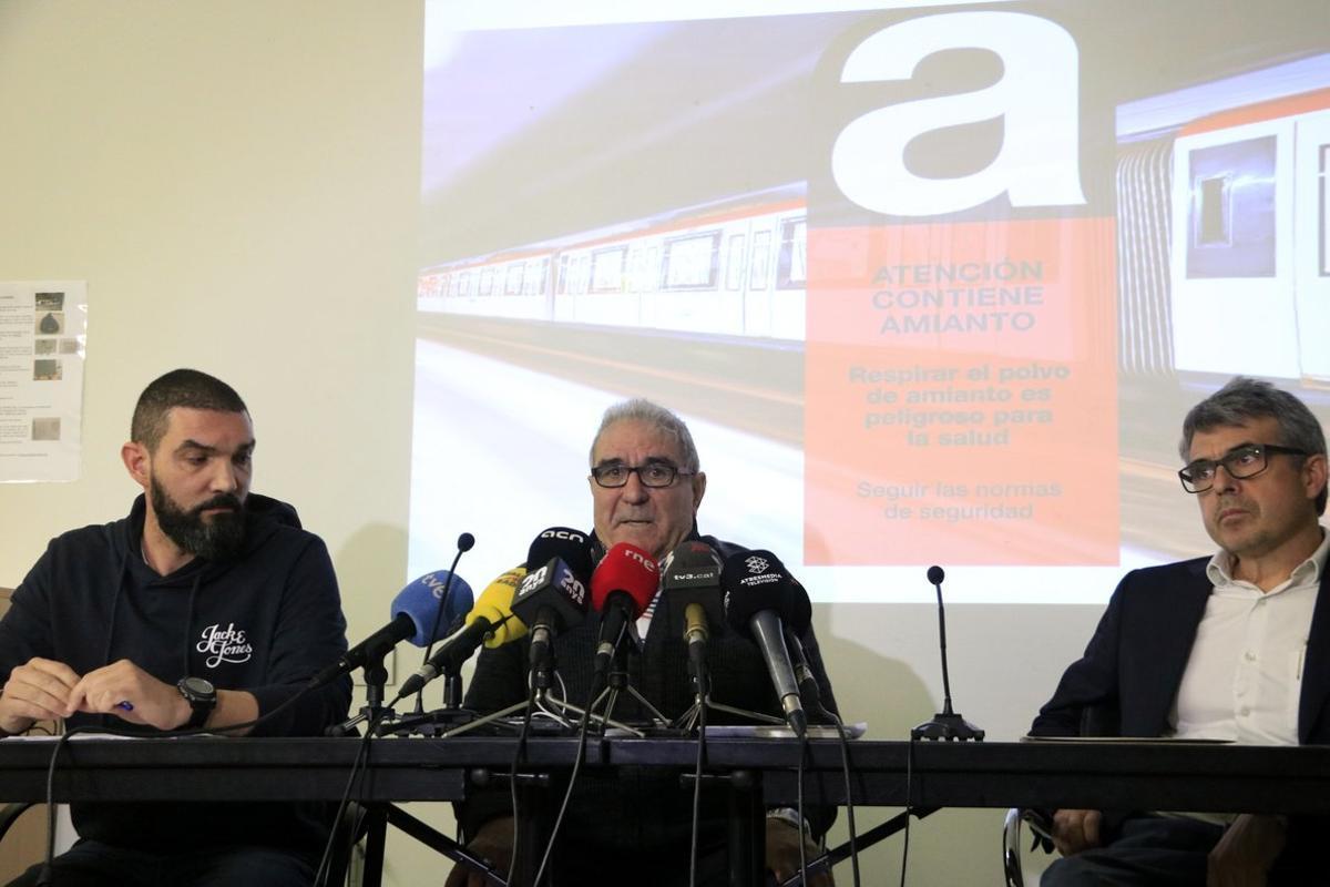 Antonio (en el centro), extrabajador de TMB.