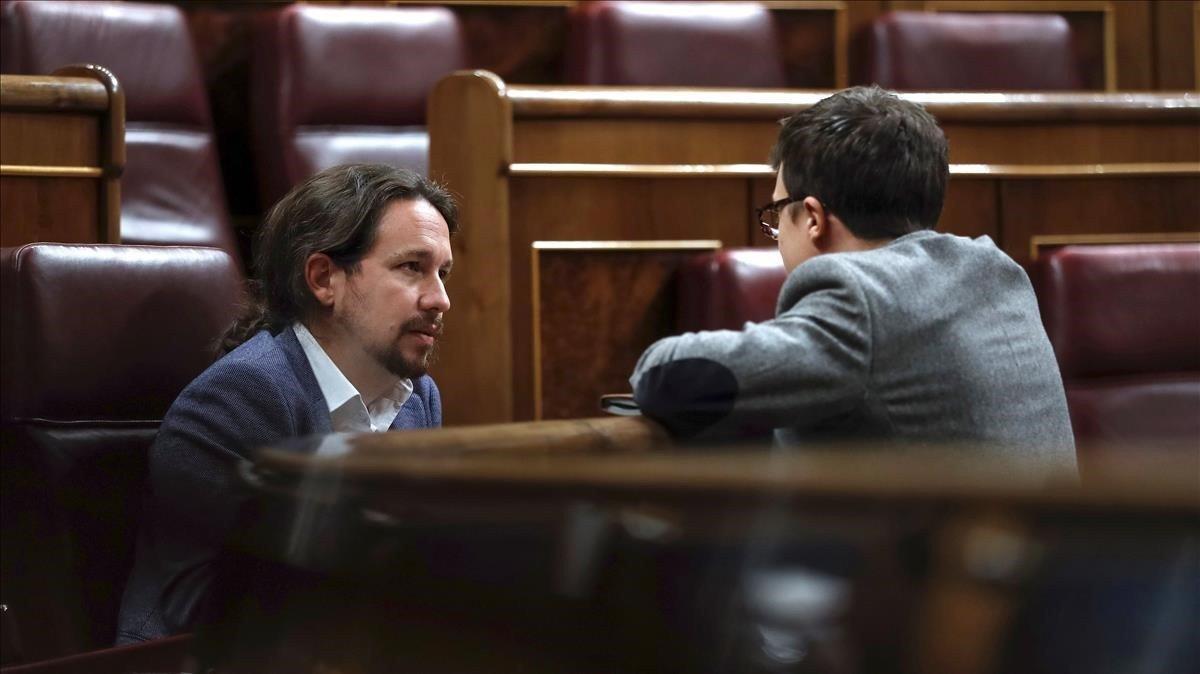 El secretario general de Podemos, Pablo Iglesias, y el secretario de Análisis Estratégico,Íñigo Errejón, en el Congreso.