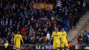 Los jugadores de Villarreal, tras encajar el gol del empate en el campo del Espanyol.
