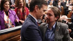 Pedro Sánchez y Pablo Iglesias, al concluir el debate de investidura en el Congreso el pasado 7 de enero.