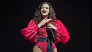Los mejores momentos de los Grammy Latinos. En la foto, Rosalía en un concierto en Barcelona en el 2019. La catalana se ha llevado tres premios.