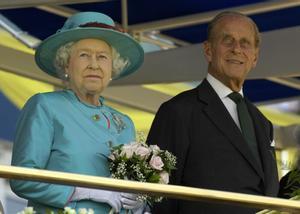 El príncipe Felipe junto a la la reina Isabel II en una visita a Toronto, Canadá, en julio de 2010,.