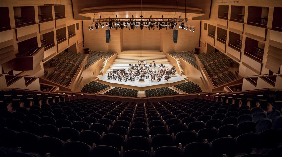 Vista del interior del Auditori de Barcelona durante los ensayos de la directora Simone Young.