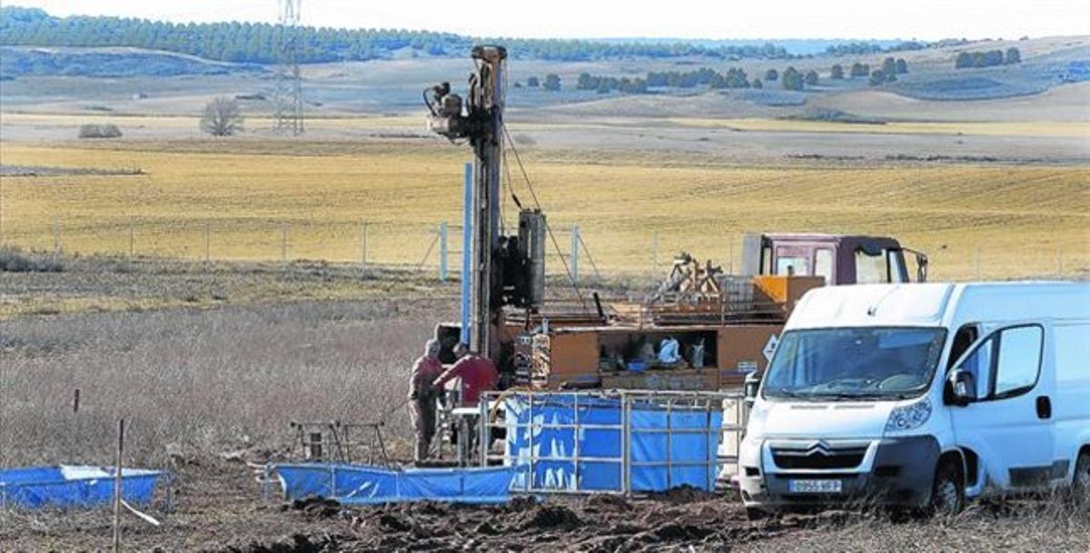 Trabajos de sondeo del subsuelo en el municipio de Villar de Cañas, en diciembre del 2014.