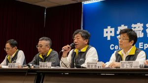 23/01/2020 23 January 2020, Taiwan, Taipei: Taiwanese Health Minister Chen Shih-chung (2nd R) and members of the Taiwan Centres for Disease Control (CDC) announce the activation of the Central Epidemic Command Centre (CECC) during a press conference, to comprehensively prevent novel coronavirus pneumonia outbreak in China and ensure health of Taiwanese public. Photo: Walid Berrazeg/SOPA Images via ZUMA Wire/dpa