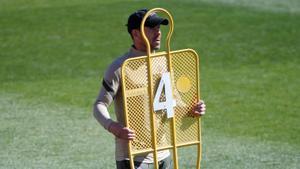 Diego Simeone durante el último entrenamiento del Atlético antes de viajar a Londres.