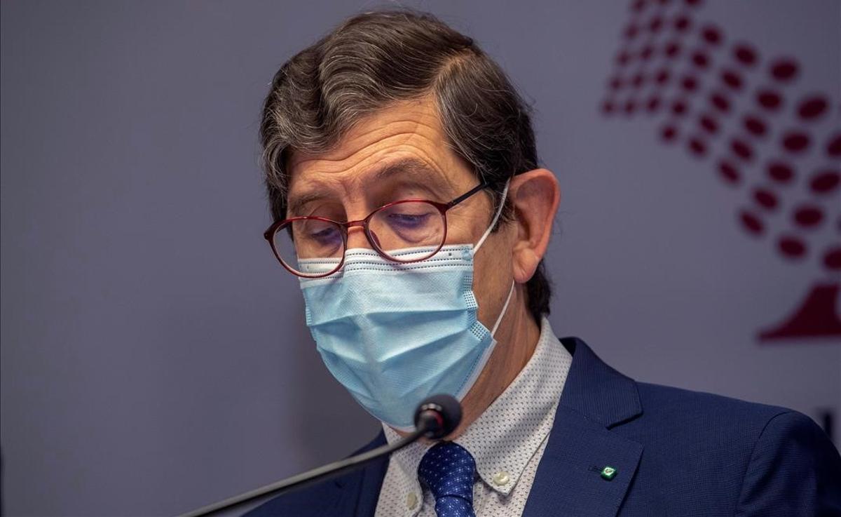 El consejero de Salud de Murcia, Manuel Villegas, en la rueda de prensa en la que ha pedido perdón por haberse vacunado contra el coronavirus.