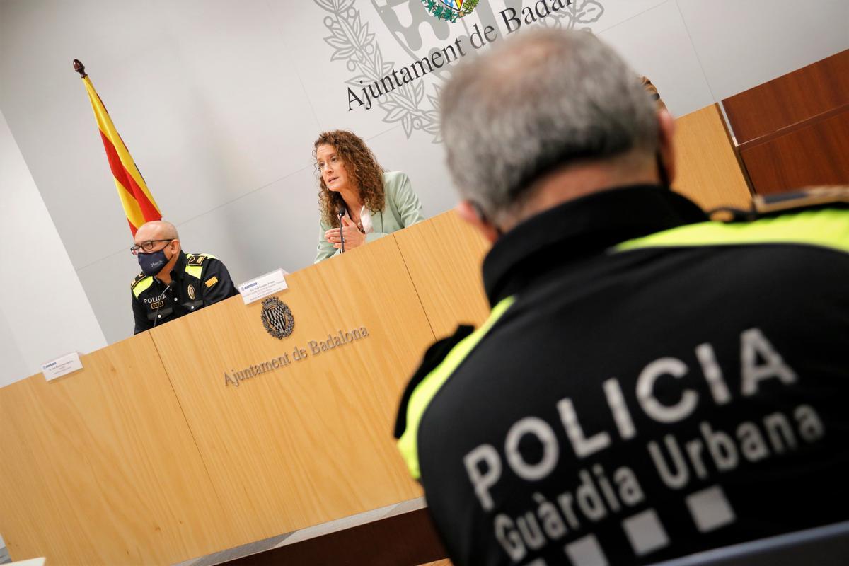 La concejala de Seguridad de Badalona, Irene González, en rueda de prensa.
