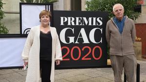 El artista Antoni Llena y la galerista Chus Roig, Premios GAC Honoríficos, este miércoles en Barcelona.