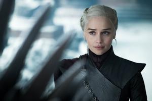 Emilia Clarke conocida por interpretar a Daenerys Targaryen en la serie de HBO Juego de tronos.