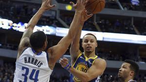 Curry, en acción.