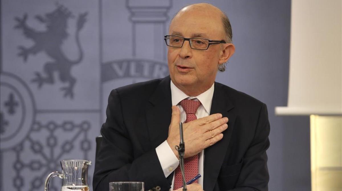 El ministro de Hacienda, Cristóbal Montoro, en la rueda de prensa posterior al Consejo de Ministros del 3 de julio.