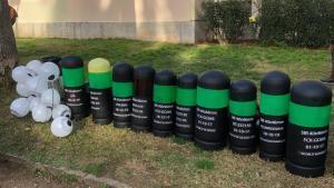 Balas de foam gigantes simuladas cerca del Camp Nou contra la violencia policial