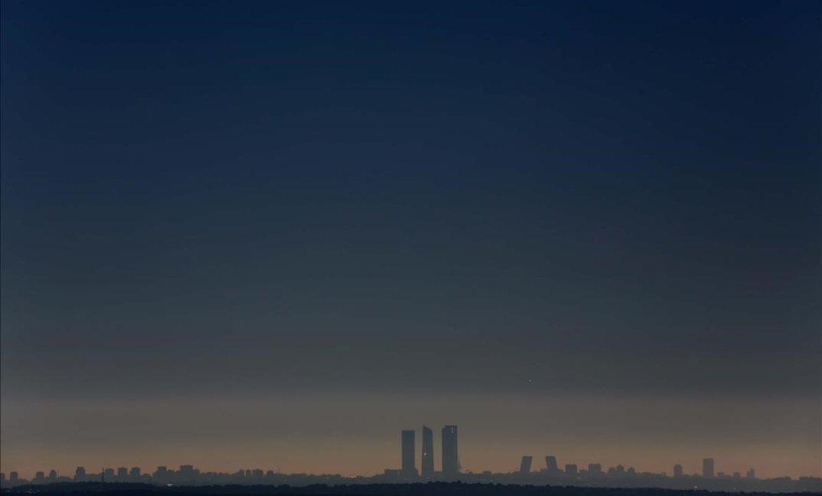 Contaminación sobre la ciudad de Madrid, en una imagen tomada a 40 kilómetros de distancia.