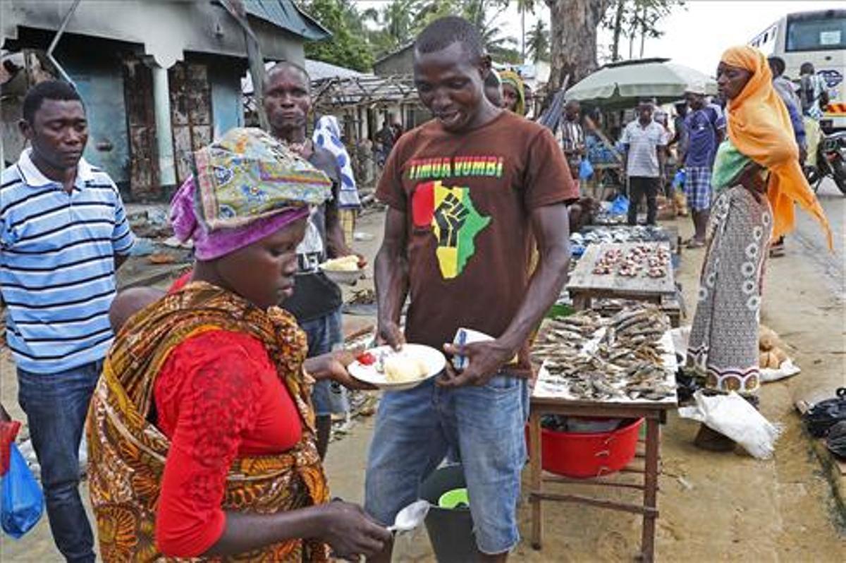 Los residentes intentan volver a la normalidad en Palma, Cabo Delgado, Mozambique.