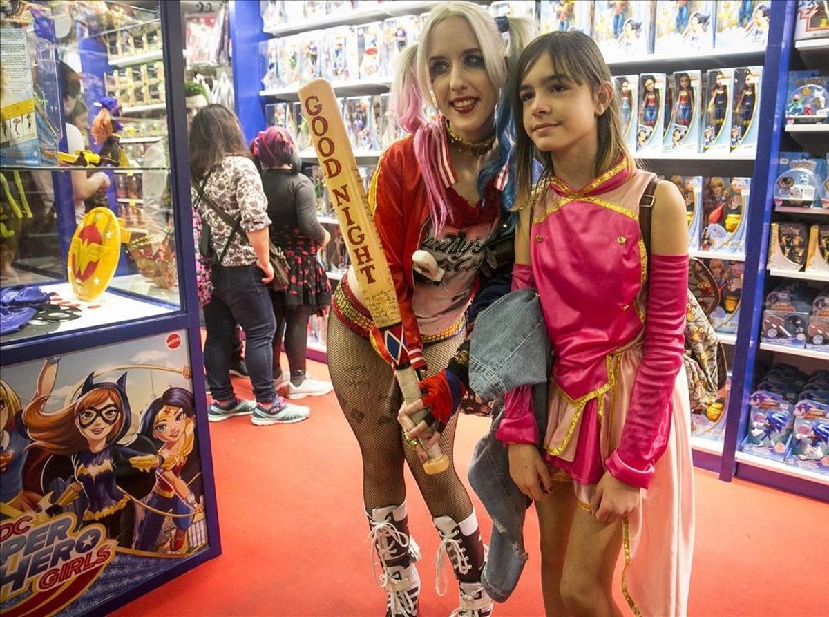 Inicio de locura en el mayor Salón del Manga de la historia