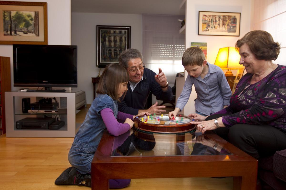 Los abuelos son los héroesde la conciliación familiar y laboral de muchos padres.