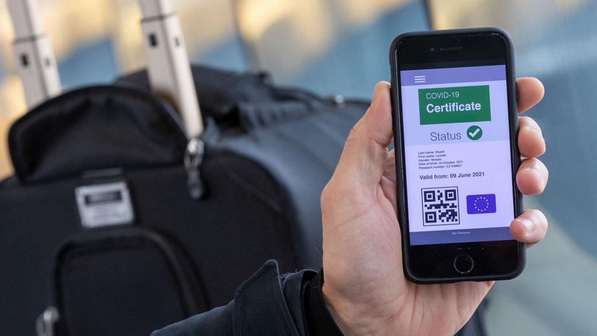 El certificado digital de coronavirus sale adelante en la Eurocámara.