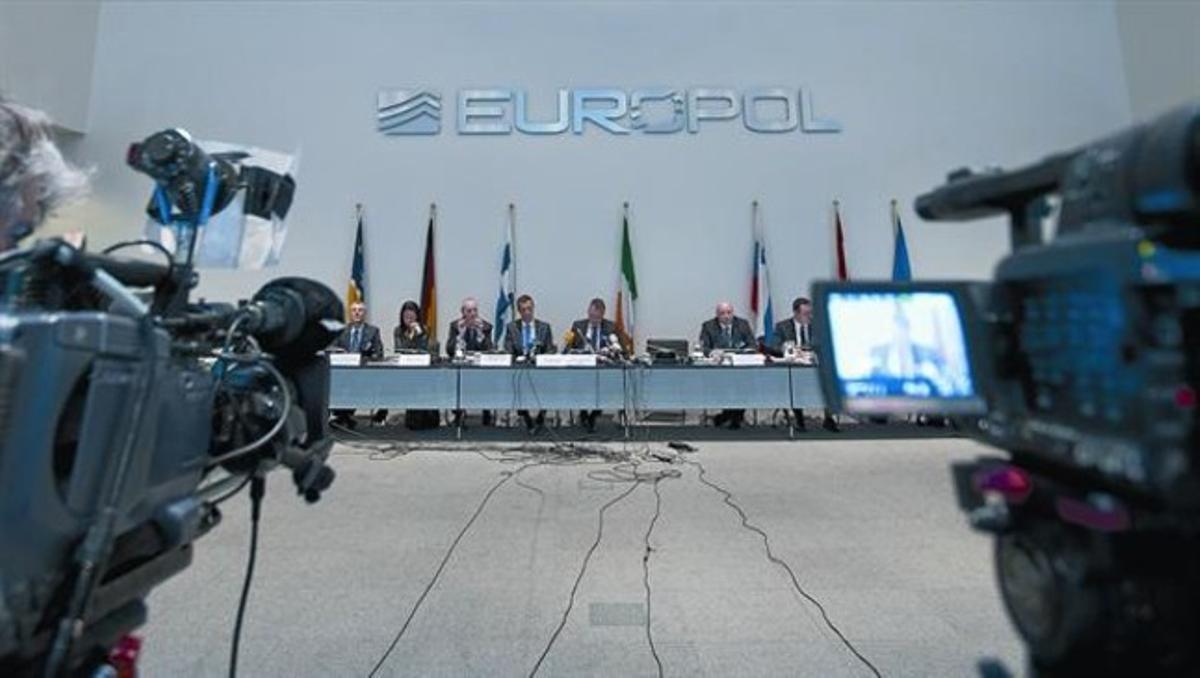 Representantes de la Europol, en la rueda de prensa celebrada ayer en La Haya.