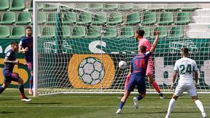 El jugador del Atlético Llorente celebra el gol ante el Elche.