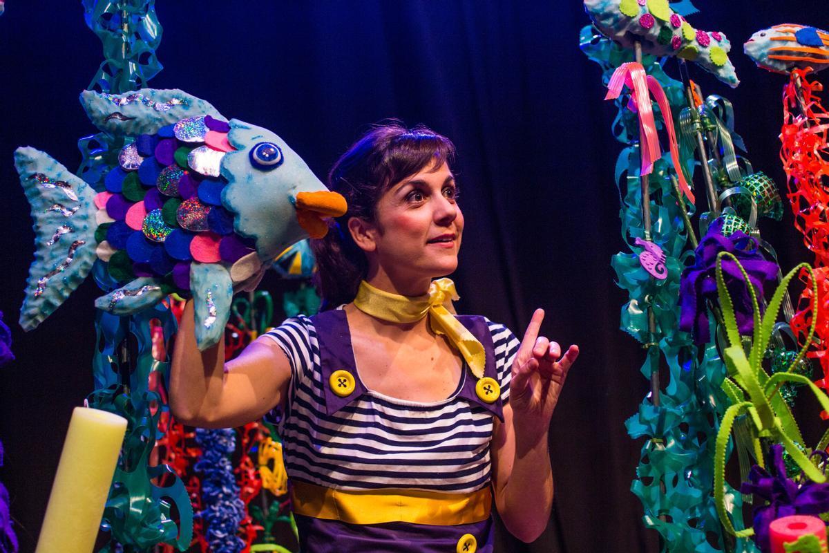 Fragmento del espectáculo 'El Peix Irisat' de la Cia. Tanaka-Teatre