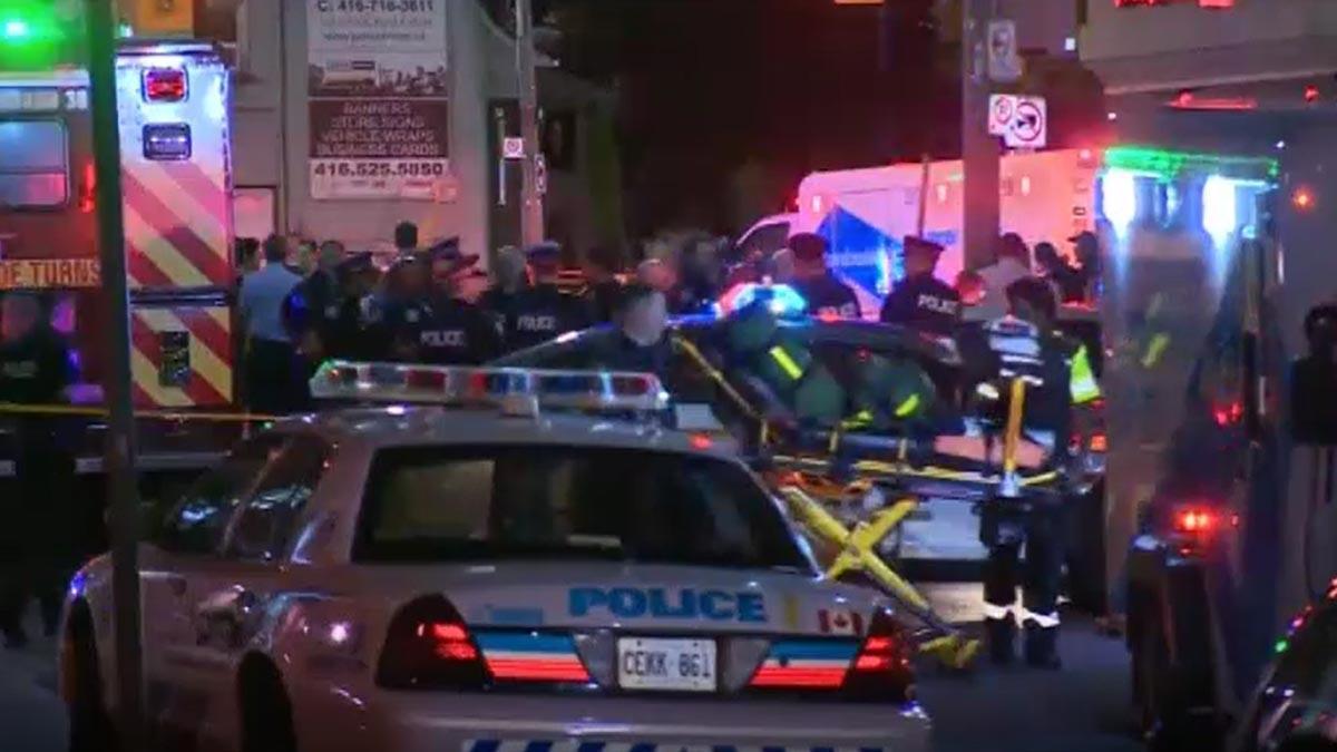 Dos muertos y 15 heridos en un tiroteo en un restaurante de Toronto