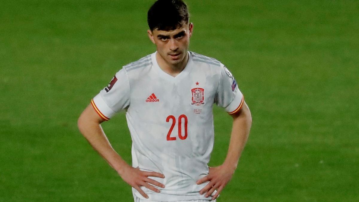 Pedri, enfadado, en un lance del partido empatado ante Grecia.