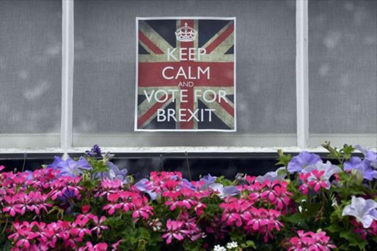 Cartel por el 'brexit' en una ventana de Chelsea (Londres).