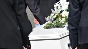 Las aseguradoras atendieron 45.000 entierros más en 2020 debido a la Covid-19
