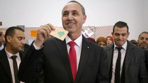 El candidato a presidente de Argelia, Azzedine Mihoubi.