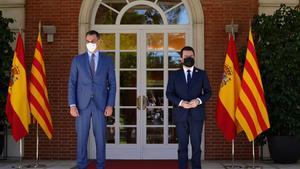 El presidente del Gobierno, Pedro Sánchez, y el de la Generalitat, Pere Aragonès.