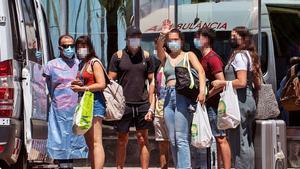 Sanitat descarta el toc de queda malgrat l'increment dels contagis entre els joves