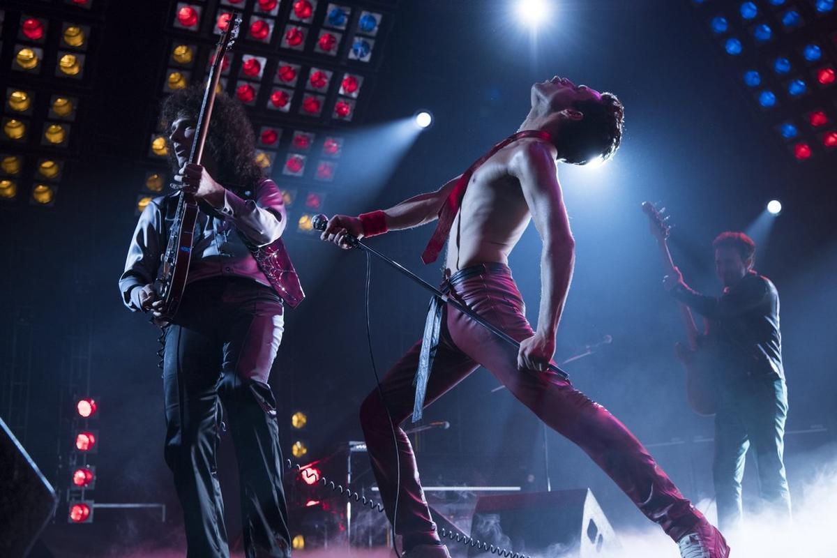 Una imagen del filme 'Bohemian Rhapsody' con la banda en pleno concierto.