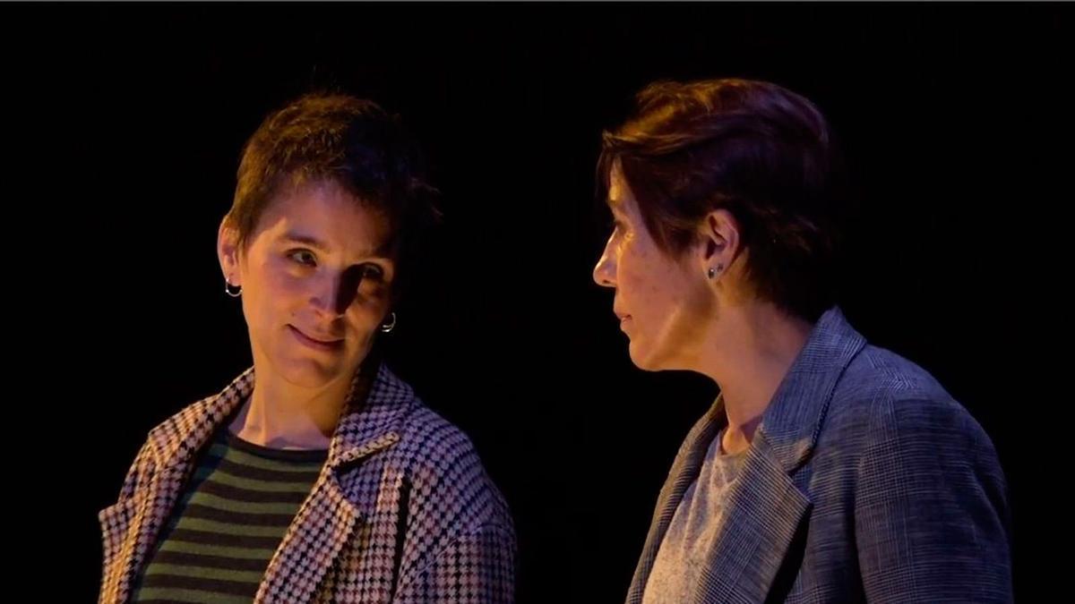Nausicaa Bonnín y Emma Vilarasau en 'Eva contra Eva'.
