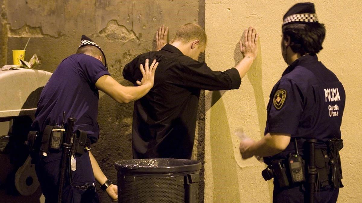 Intervención policial de la Guardia Urbana en el barrio de Gràcia