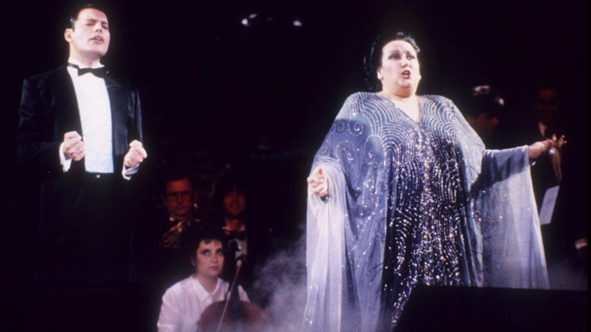 Freddie Mercury y Montserrat Caballé interpretando la mítica 'Barcelona'.