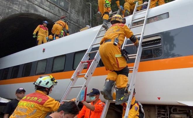 Accidente de tren en Taiwán con al menos 41 muertos