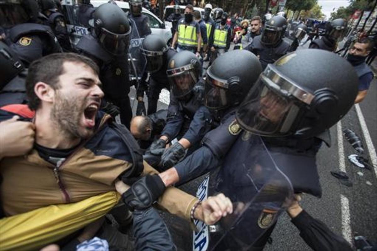 Cargas policiales durante la jornada del 1-O.