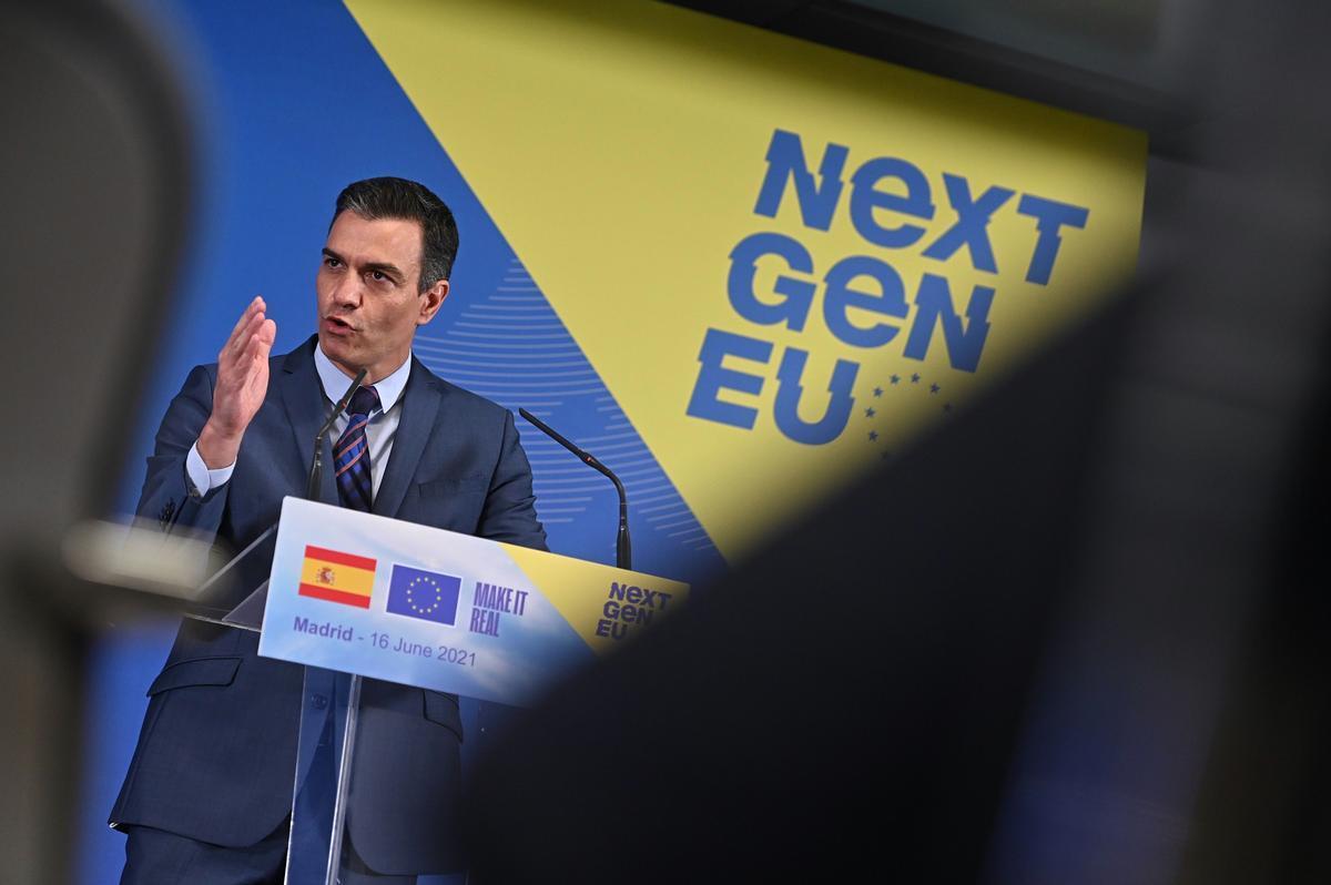 El presidente del Gobierno, Pedro Sánchez, durante su rueda de prensa con la jefa de la Comisión Europea, Ursula von der Leyen, el pasado 16 de junio en Madrid.